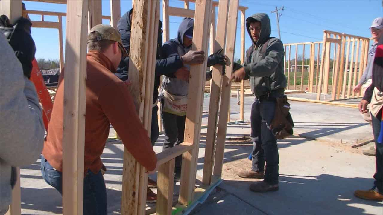 Air Force Cadets Build Home For Oklahoma Family