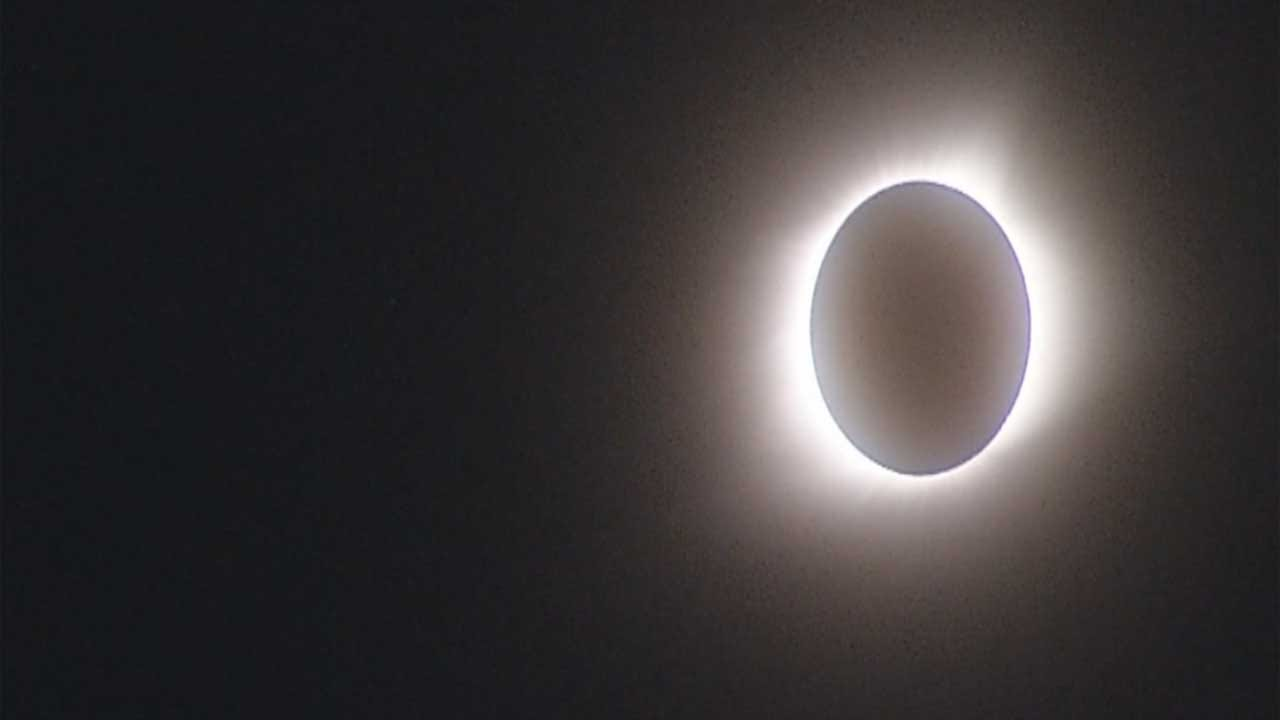 Columbia, Mo., Rock Bridge HS Students Take In Solar Phenomenon