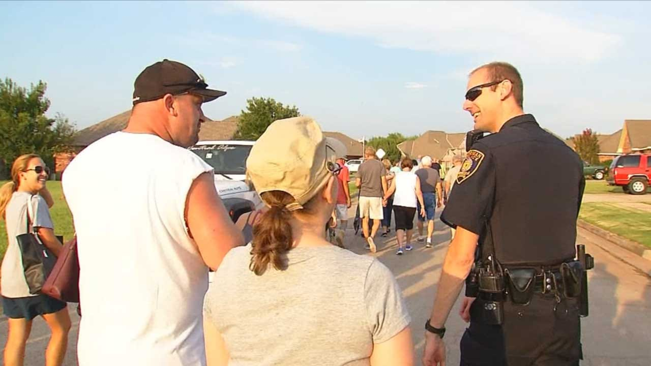 Norman PD Conducts 'Flashlight Walk' In Neighborhood After Recent Thefts