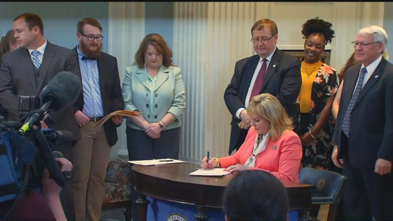 Oklahoma Governor Signs Bills To Reduce Prison Population