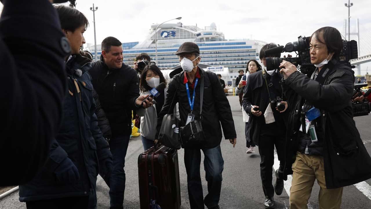 Passengers Depart Docked Ship After Virus Quarantine Ends
